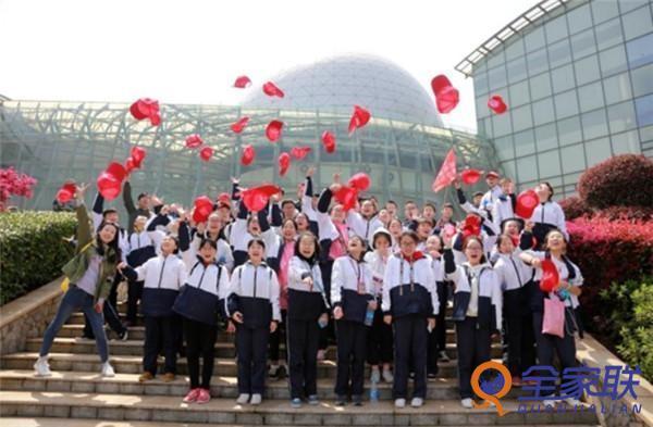 湖南日报社举行全域旅游研学实践教育全国合作伙伴签约大会